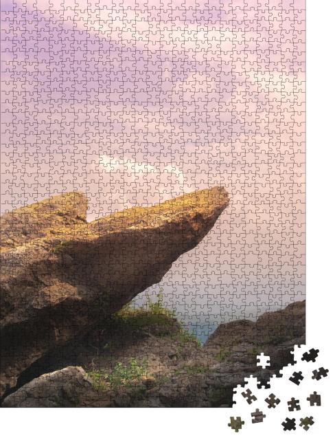 """Puzzle 1000 Teile """"Felsformation über einem Meer aus Nebel"""""""