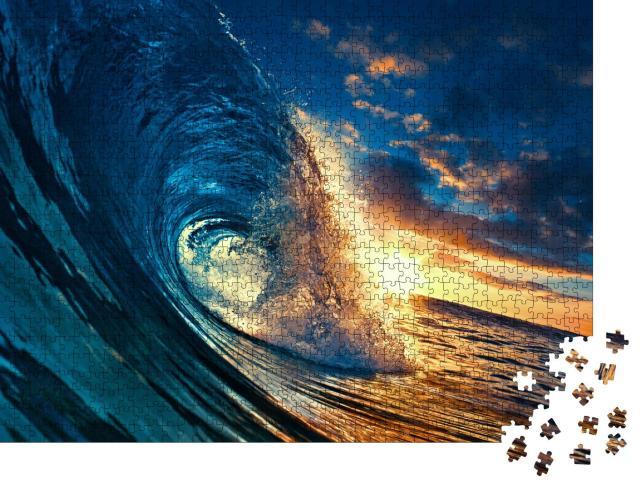 """Puzzle 1000 Teile """"Welle während des Sonnenuntergangs, klares Wasser im tropischen Meer"""""""