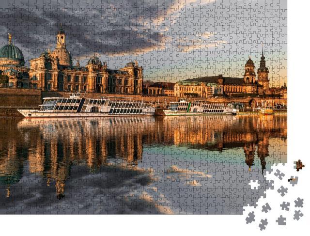 """Puzzle 1000 Teile """"Dresdner Stadtsilhouette an der Elbe und Augustusbrücke bei Sonnenuntergang"""""""