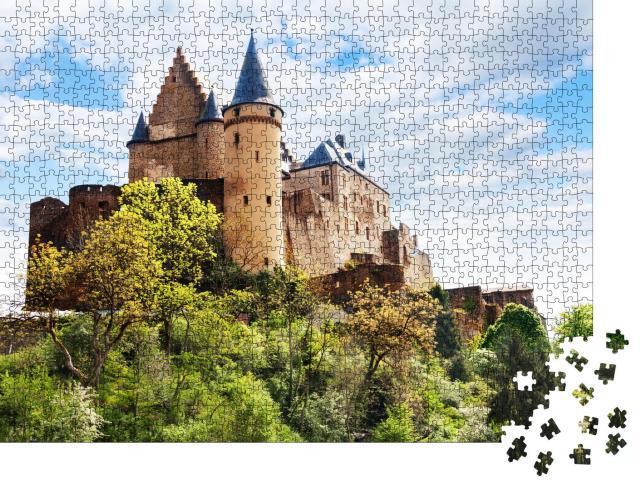 """Puzzle 1000 Teile """"Festungsanlage der Burg Vianden, Luxemburg"""""""