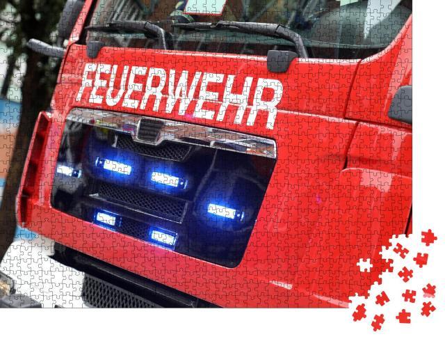 """Puzzle 1000 Teile """"Deutsches Feuerwehrauto in Aktion"""""""