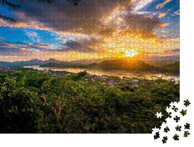 """Puzzle 1000 Teile """"Blaue Stunde am Mount Phousi, Luang Prabang, Laos"""""""