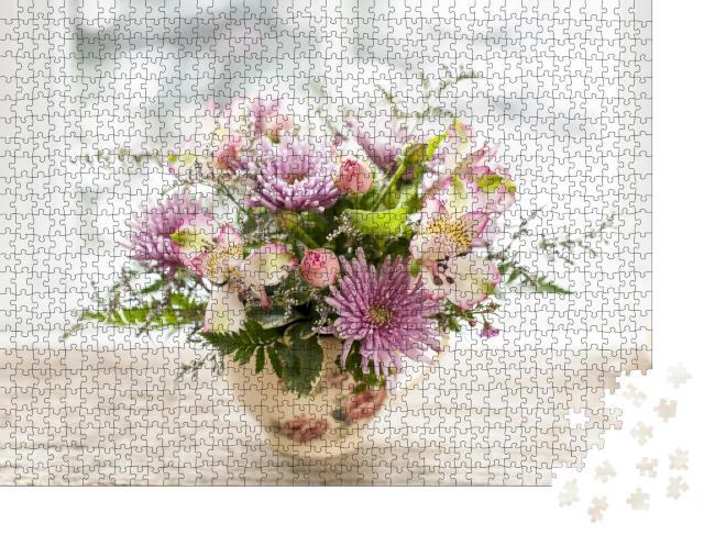 """Puzzle 1000 Teile """"Blumenstrauß aus bunten Blumen in kleiner Vase"""""""