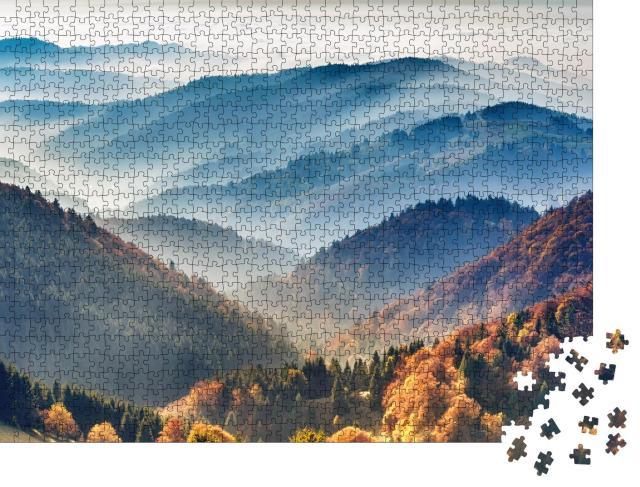"""Puzzle 1000 Teile """"Malerischer Schwarzwald: Berge im Nebel, Baden-Württemberg, Deutschland"""""""