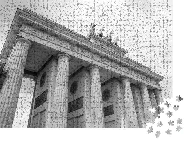 """Puzzle 1000 Teile """"Brandenburger Tor: berühmtes Wahrzeichen von Berlin, Schwarz-Weiß"""""""