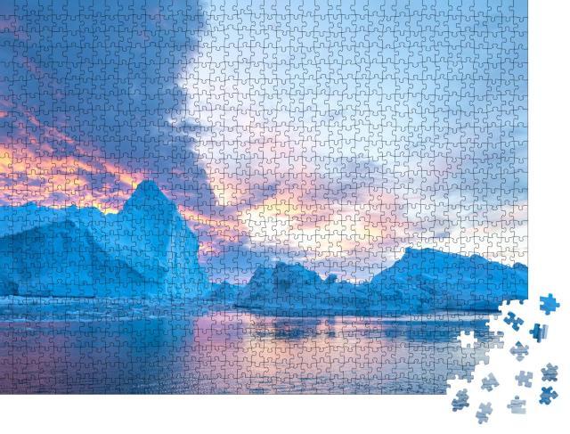 """Puzzle 1000 Teile """"Eisberg unter einem farbenfrohen Himmel bei Sonnenuntergang, Diskobucht, Grönland"""""""