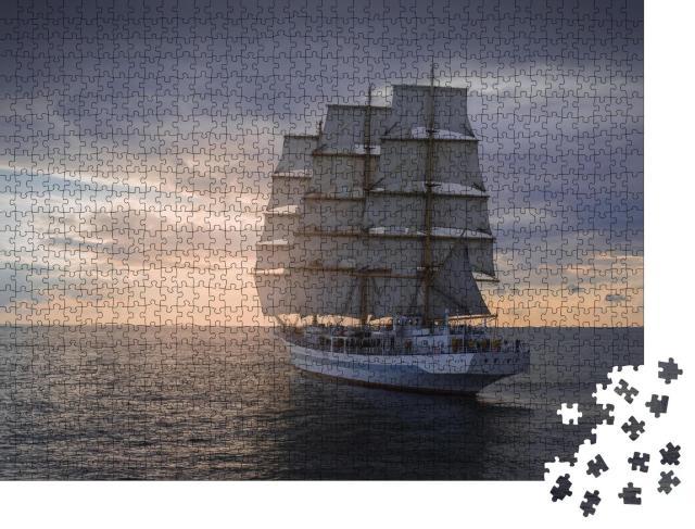 """Puzzle 1000 Teile """"Historisches Segelschiff bei seiner Fahrt über das Meer"""""""