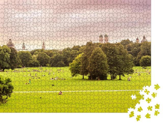 """Puzzle 1000 Teile """"Englischer Garten, im Hintergrund die Dächer von München"""""""