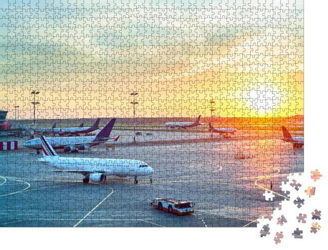 """Puzzle 1000 Teile """"Flughafen in schönem Sonnenuntergang"""""""