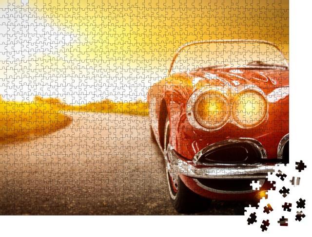 """Puzzle 1000 Teile """"Retro-Auto auf der Straße im goldenen Sonnenuntergang"""""""