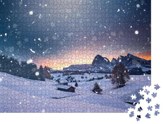 """Puzzle 1000 Teile """"Kleine winterliche Hütte im magischen Sonnenuntergang, Seiser Alm, Italien"""""""