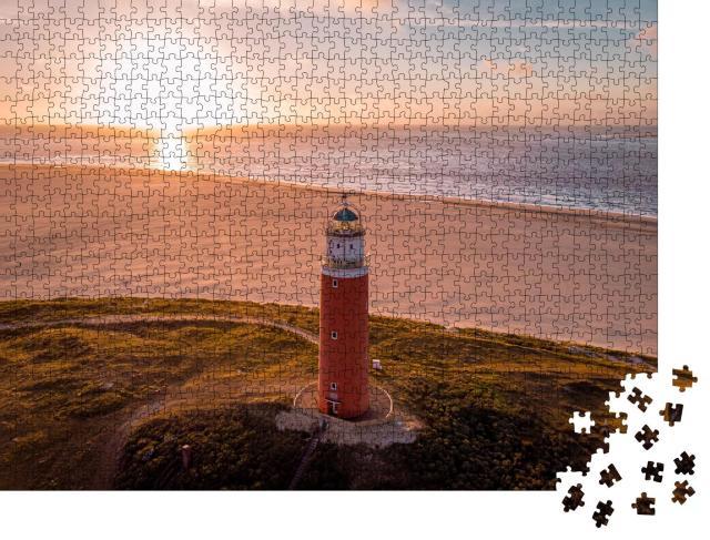 """Puzzle 1000 Teile """"Texel: Luftaufnahme von einem roten Leuchtturm, Niederlande"""""""
