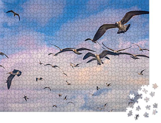 """Puzzle 1000 Teile """"Digitale Kunst: Schwarm von Möwen im Flug über den Himmel"""""""