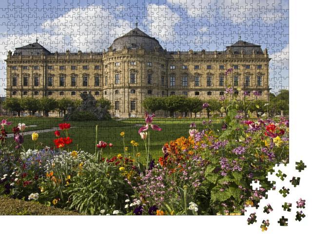 """Puzzle 1000 Teile """"Gebäude der Würzburger Residenz und der formale Garten mit Blumen, Deutschland"""""""