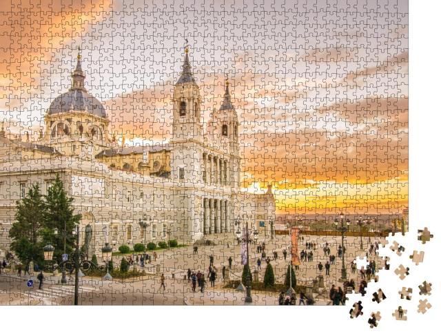 """Puzzle 1000 Teile """" Viel moderne Architektur: Almudena-Kathedrale in Madrid, Spanien"""""""