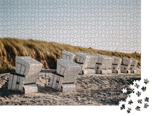 """Puzzle 1000 Teile """"Foto von überdachten Strandkörben bei Wind"""""""