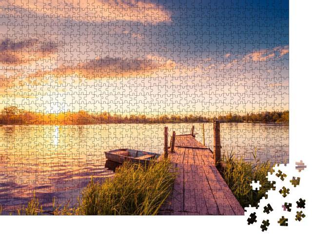 """Puzzle 1000 Teile """"Sonnenuntergang über dem See mit seinem alten Holzsteg"""""""
