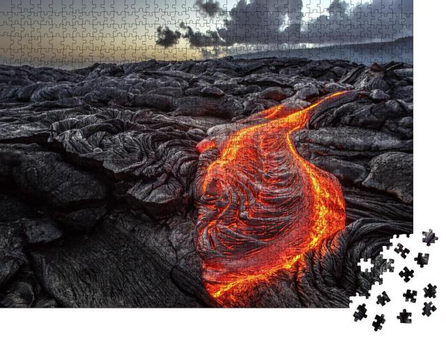 """Puzzle 1000 Teile """"Orangene geschmolzene Lava fließt auf grauen Lavafeldern auf Hawaii"""""""
