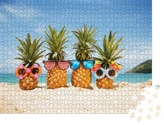 """Puzzle 1000 Teile """"Coole Ananas-Früchte mit Sonnenbrillen am Strand"""""""