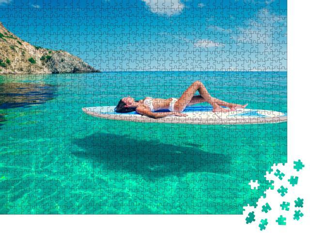 """Puzzle 1000 Teile """"Entspannung im Urlaub: Sonnenbad auf dem SUP-Board"""""""