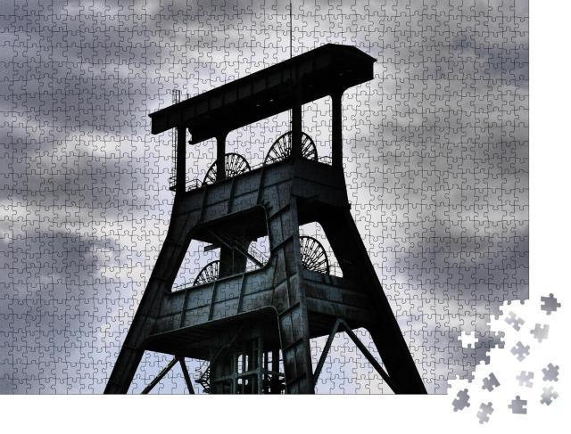 """Puzzle 1000 Teile """"Alter Förderturm im Ruhrgebiet, schwarz-weiß"""""""