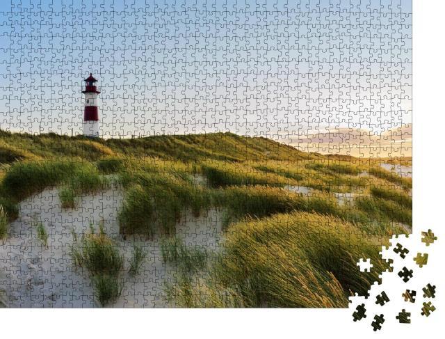 """Puzzle 1000 Teile """"Leuchtturm von List bei Sonnenuntergang, Ellenbogen, Sylt"""""""