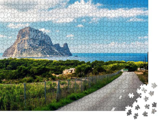 """Puzzle 1000 Teile """"Straße zum Strand Cala d'Hort mit Aussicht auf Es Vedra. Ibiza"""""""
