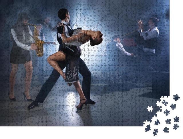 """Puzzle 1000 Teile """"Feuriger Tanz zu Live-Musik"""""""