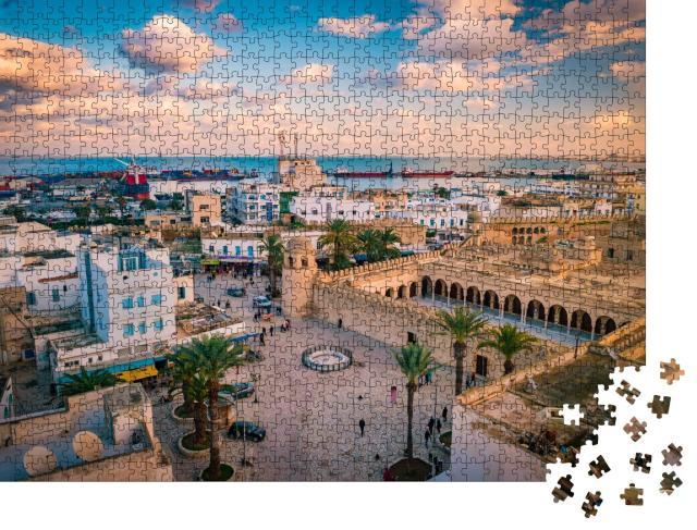 """Puzzle 1000 Teile """"Sonnenuntergang über Sousse, Stadtbild mit Moschee und Hafen, Tunesien"""""""