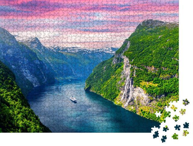 """Puzzle 1000 Teile """"Sunnylvsfjord und Sieben-Schwestern-Wasserfälle, Norwegen"""""""