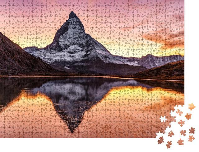 """Puzzle 1000 Teile """"Prächtiger Sonnenuntergang am Matterhorn und Riffelsee, Schweiz"""""""