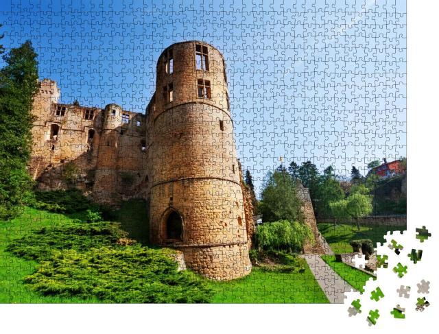 """Puzzle 1000 Teile """"Burgruine Beaufort an einem Frühlingstag, Luxemburg"""""""
