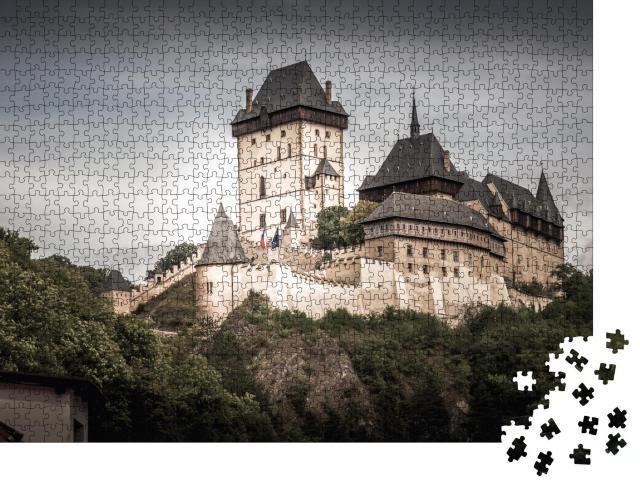 """Puzzle 1000 Teile """"Burg Karlstein, eine große gotische Burg, Mittelböhmen, Tschechische Republik"""""""