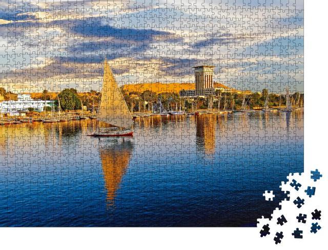 """Puzzle 1000 Teile """"Luxor am Nil ist ein beliebter Ort für Touristenboote"""""""