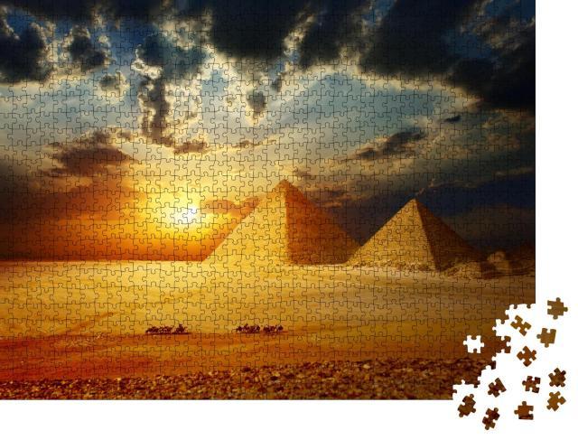 """Puzzle 1000 Teile """"Gitterpyramiden und Beduinen auf Kamelen, Ägypten"""""""