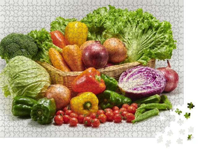 """Puzzle 1000 Teile """"Sammlung von köstlichem, auf dem Feld geerntetem Gemüse"""""""