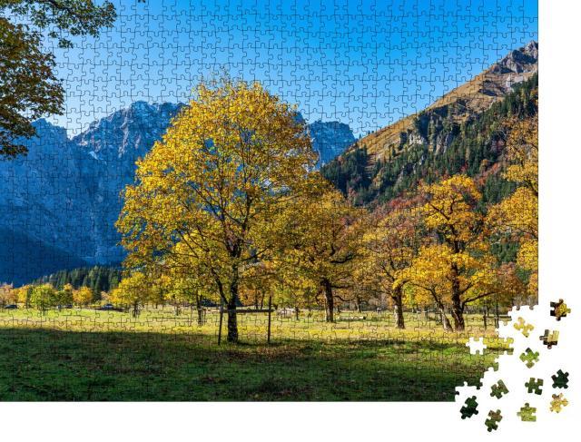 """Puzzle 1000 Teile """"Sonniger Herbstblick auf die Ahornbäume am Ahornboden, Karwendelgebirge, Österreich"""""""
