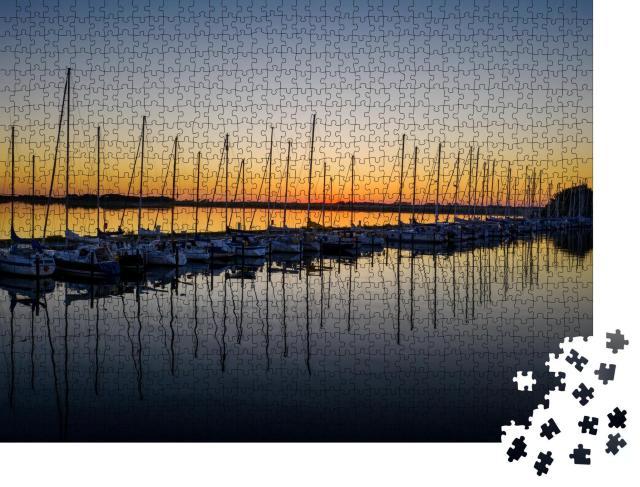 """Puzzle 1000 Teile """"Abend über dem Hafen von Fehmarn, Deutschland"""""""