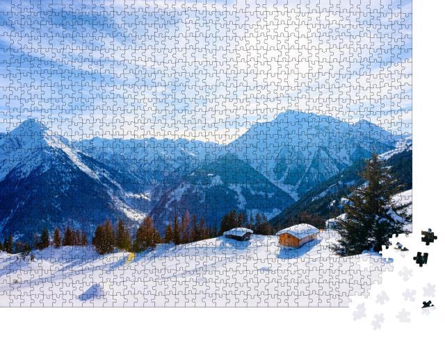 """Puzzle 1000 Teile """"Skigebiet Mayrhofen mit Chalets im malerischen Zillertal, Tirol, Österreich im Winter"""""""