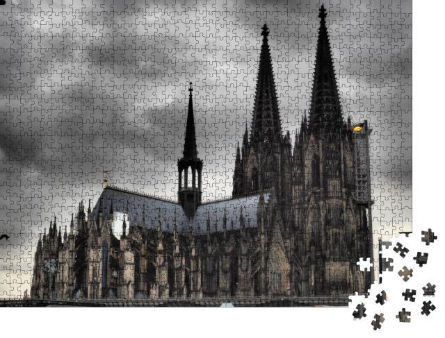 """Puzzle 1000 Teile """"Kölner Dom unter dunkeln Wolken"""""""