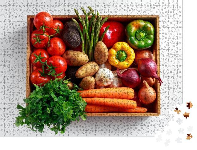 """Puzzle 1000 Teile """"Frisches Gemüse in einer Holzkiste"""""""