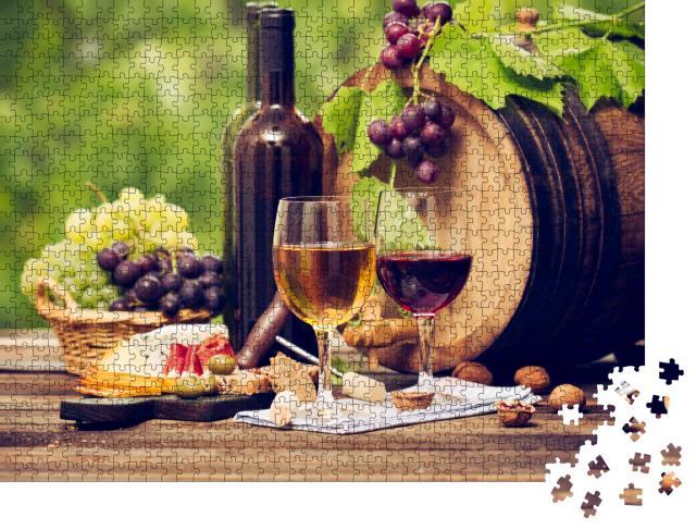 """Puzzle 1000 Teile """"Wein und Käse auf einem Holztisch, Weinfass, Gläser, Flaschen"""""""