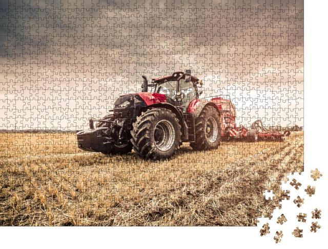 """Puzzle 1000 Teile """"Roter Traktor bei der Feldarbeit"""""""