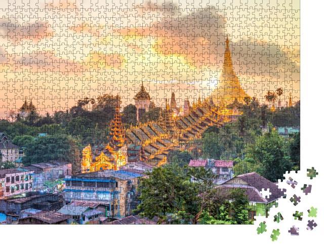 """Puzzle 1000 Teile """"Sonnenuntergang über der Skyline von Yangon Shwedagon Pagode in Myanmar"""""""