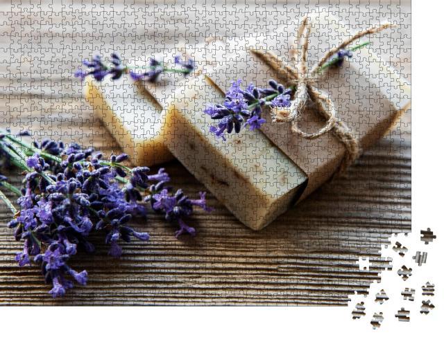 """Puzzle 1000 Teile """"Handgemachte Seifenstücke mit Lavendelblüten"""""""