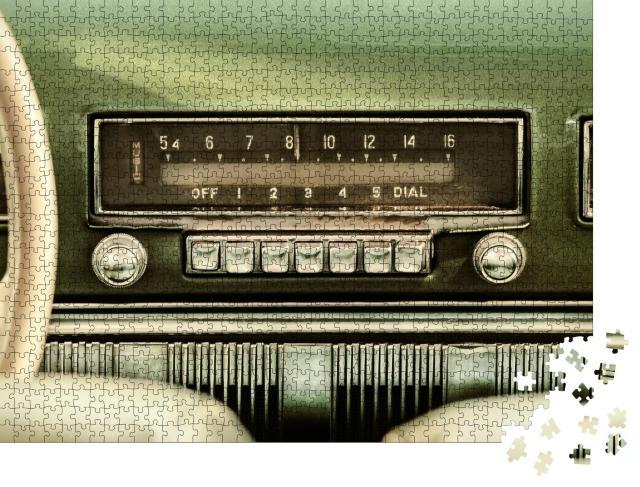 """Puzzle 1000 Teile """"Vintage-Autoradio in einem grünen Oldtimer"""""""