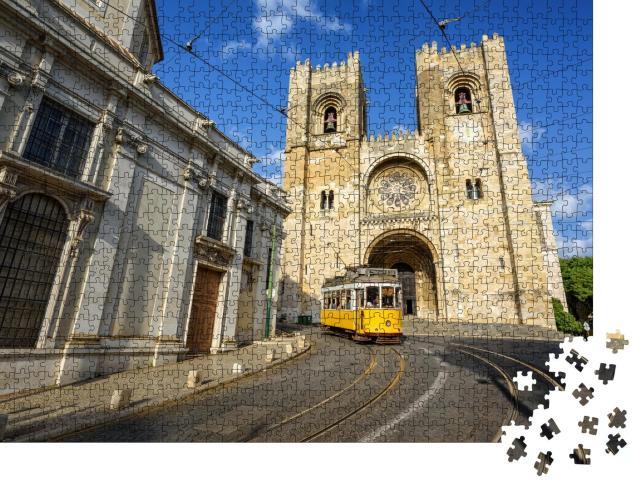 """Puzzle 1000 Teile """"Straßenbahn vor der Kathedrale in Lissabon, Portugal"""""""