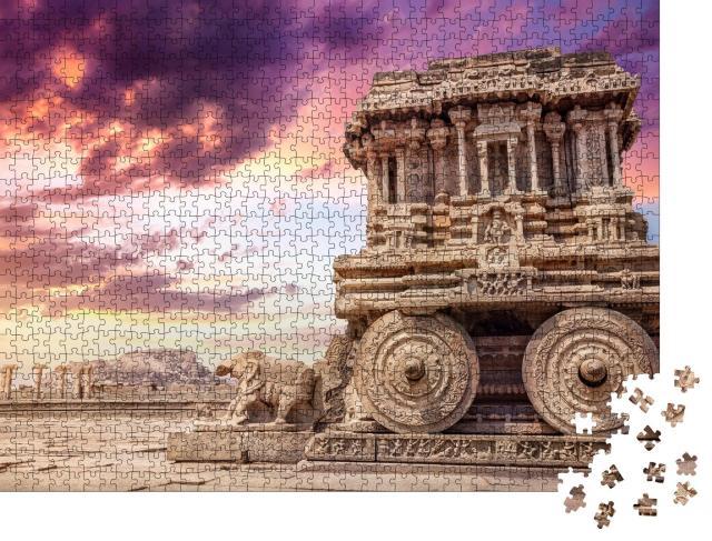 """Puzzle 1000 Teile """"Steinwagen am Vittala-Tempel bei Sonnenuntergang, Hampi, Indien"""""""
