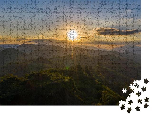 """Puzzle 1000 Teile """"Sonnenuntergang in den Bergen"""""""