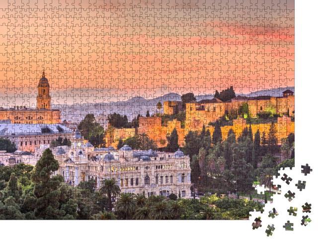 """Puzzle 1000 Teile """"Skyline von Malaga in der Abenddämmerung, Spanien"""""""